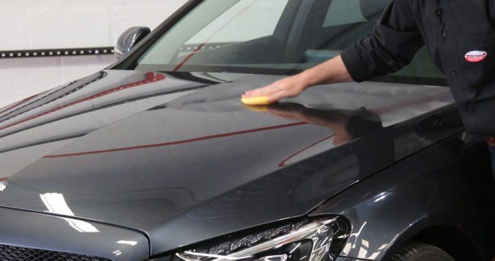 Como encerar o carro: deixe seu veículo brilhando com essas dicas